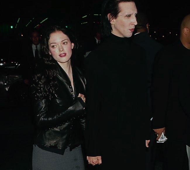 Image Credit: Getty Images / Singer Marilyn Manson and Rose McGowan, circa 2000.