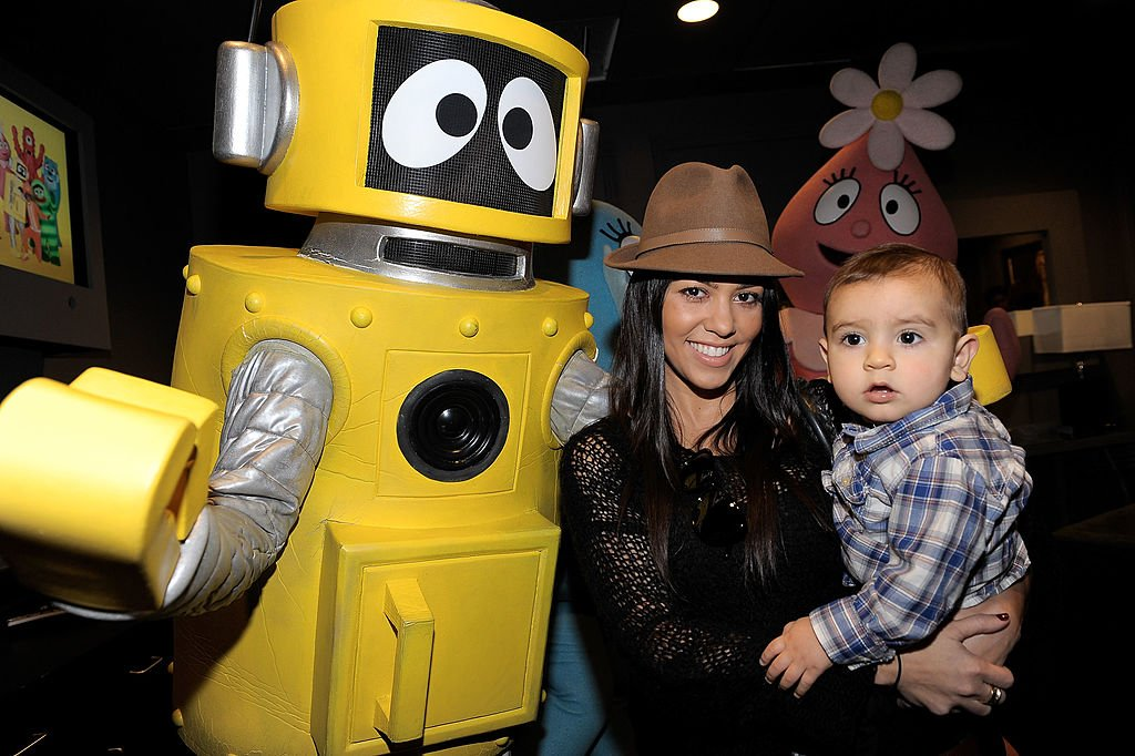 Image Credit: Getty Images / Kourtney Kardashian and son Mason Dash Disick greet characters of YO GABBA GABBA! on November 26, 2010 in Los Angeles, California.