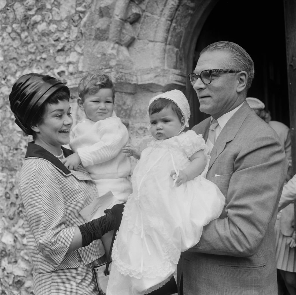 Image Credits: Getty Images / Stanley Sherman/Express/Hulton Archive | Laurence Olivier and his new family