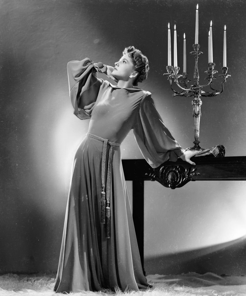 Image Source: Getty Images/John Kobal Foundation/Joan Fontaine strikes a theatrical pose