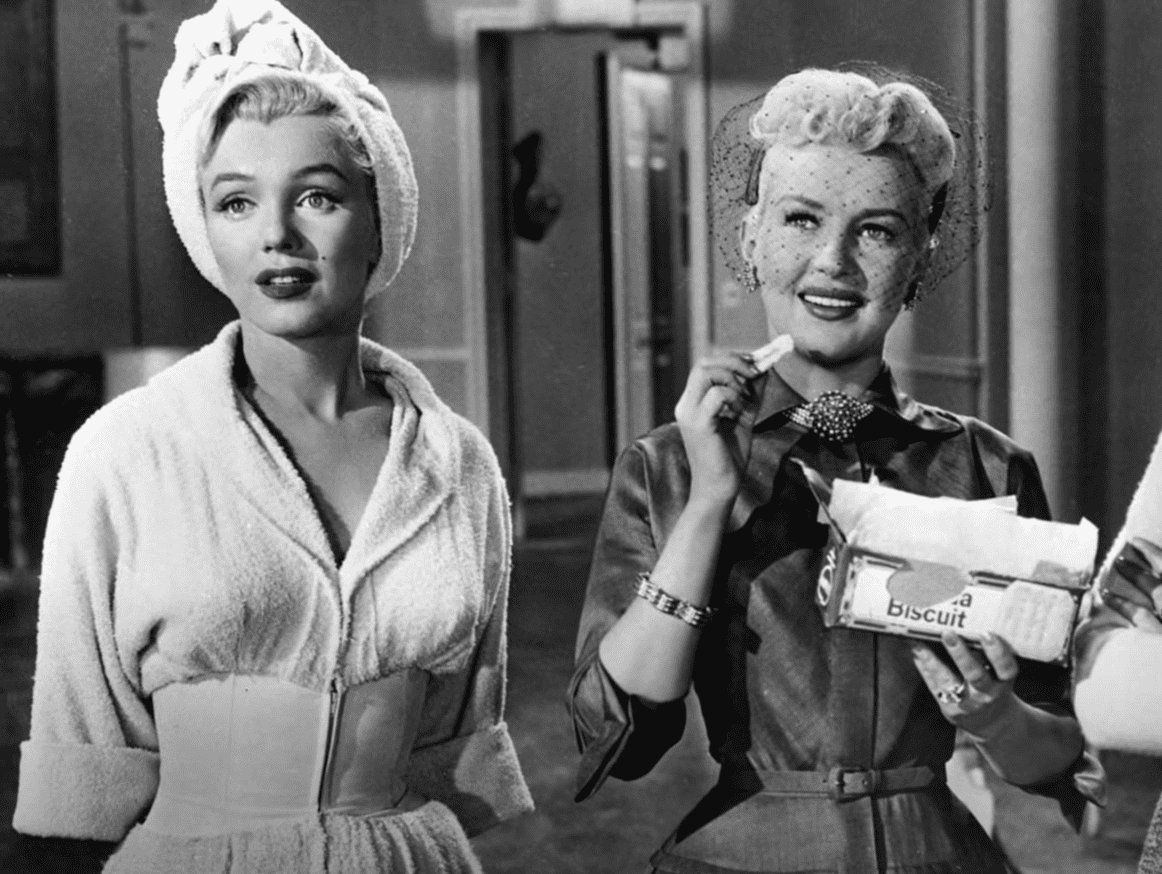 Image Source: Youtube/Mo10ta| Betty and Marilyn Monroe smiling
