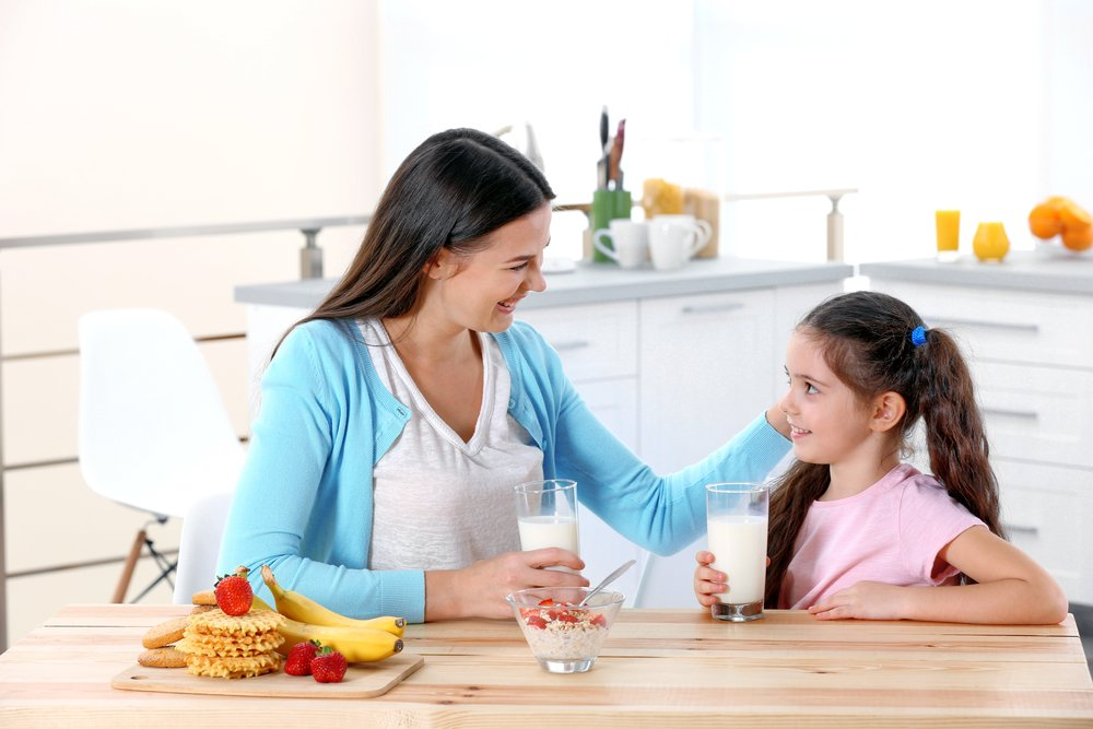 Mother and daughter share breakfast | Shutterstock