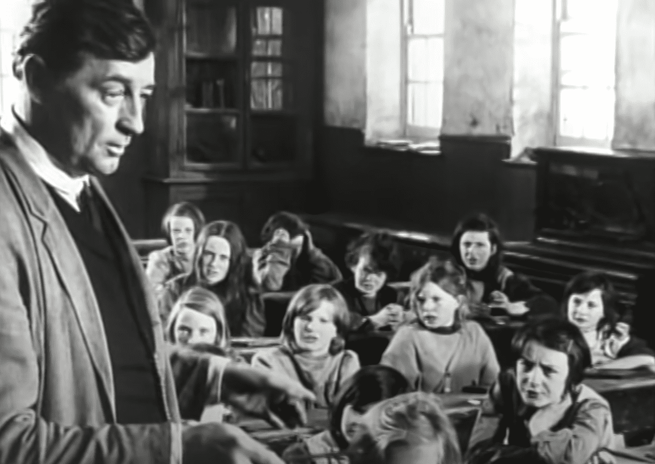Image Source: Youtube/The Hollywood Collection|Robert in a classroom full of kids
