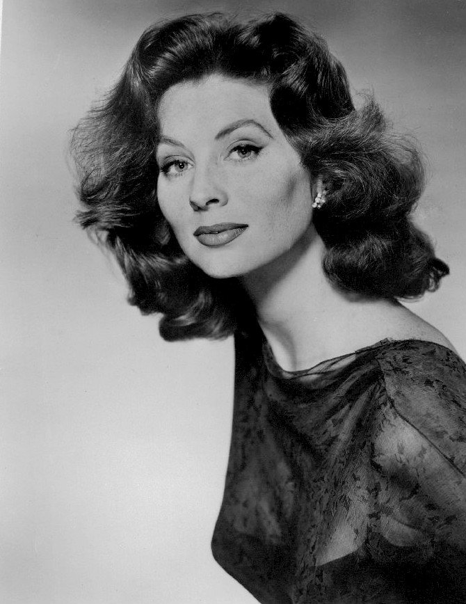 Image Source: Wikimedia Commons|Photo of model-actress Suzy Parker from a 1963 ABC Television special on fashion.