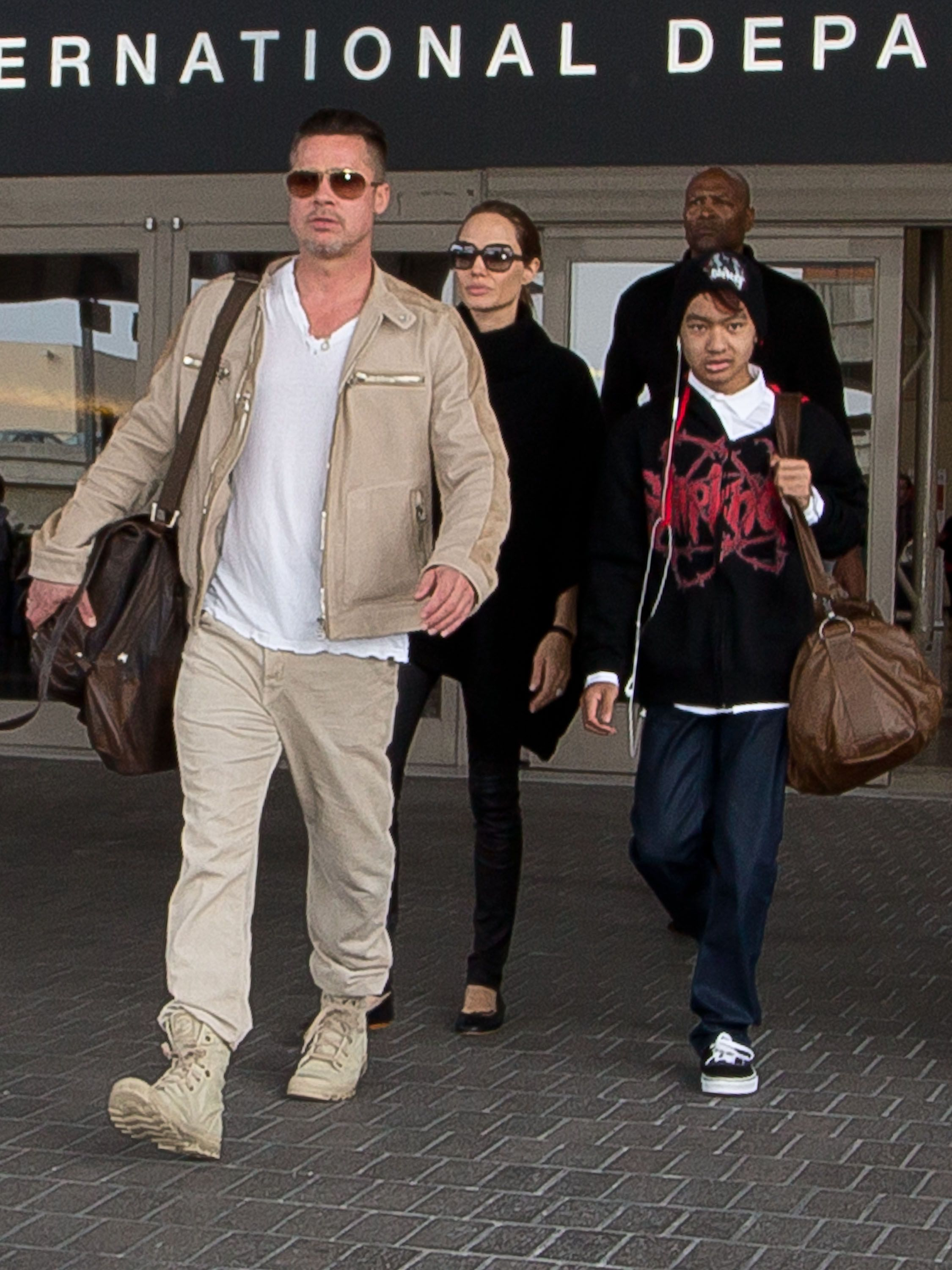 Brad Pitt, Angelina Jolie and their oldest son Maddox / Getty Images
