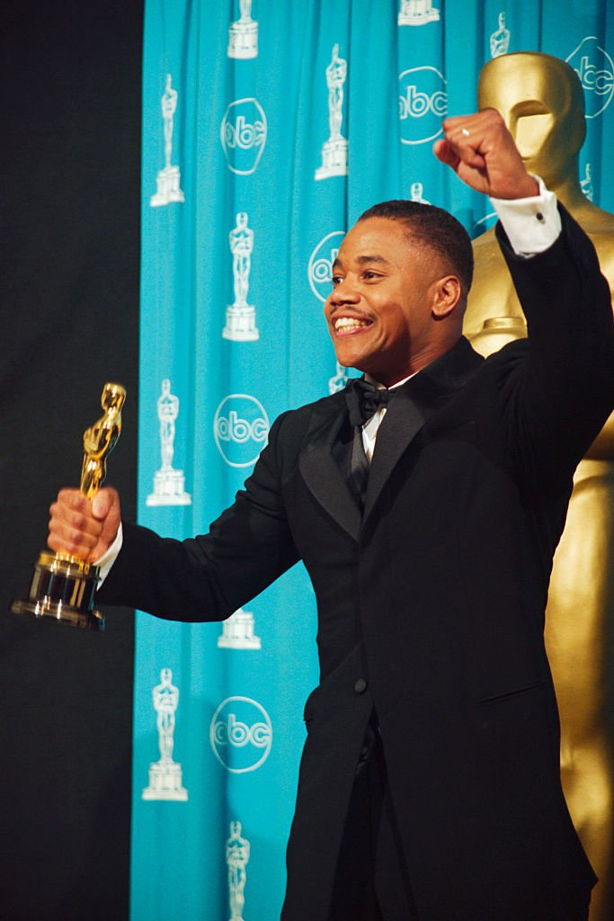 Image Credits: Getty Images / Steve Starr/CORBIS | Best Supporting actor Cuba Gooding, Jr. holds the Oscar he won for his role in Jerry Maguire