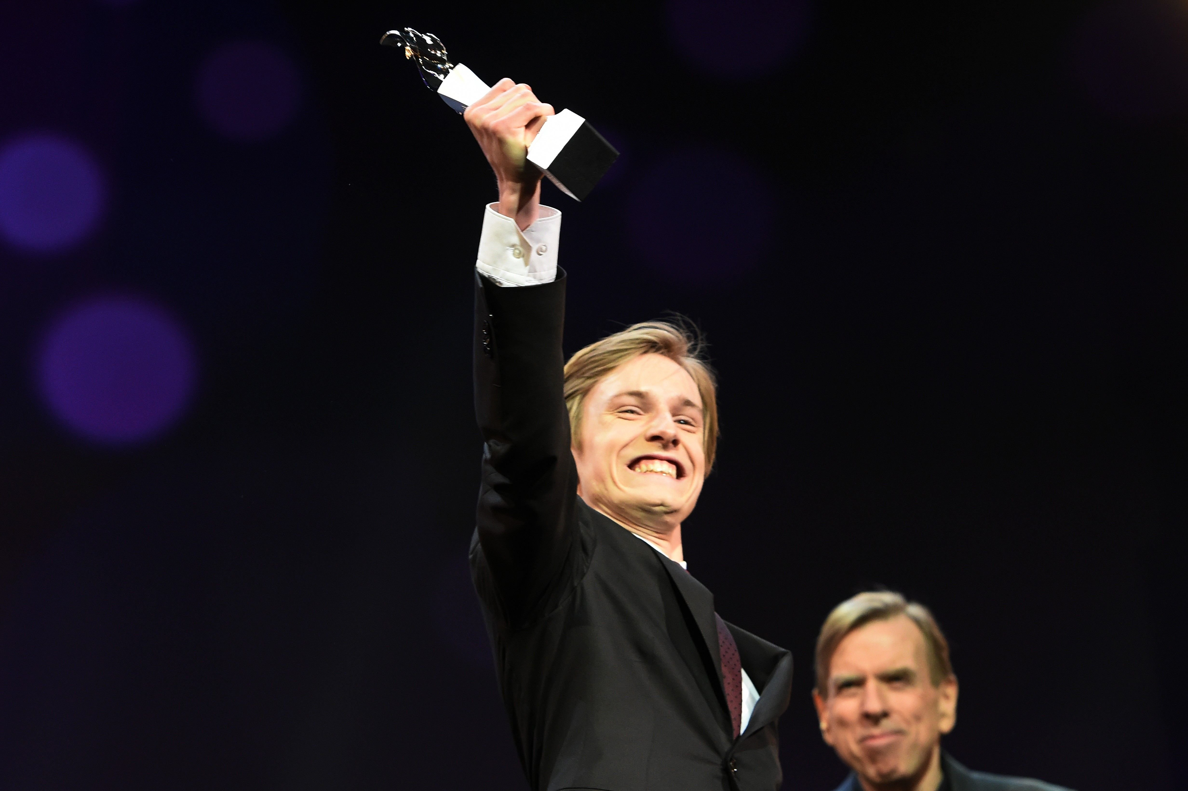 Louis Hofmann receives the award at the 'The Party' premiere during the 67th Berlinale International Film Festival / Photo: Getty Images
