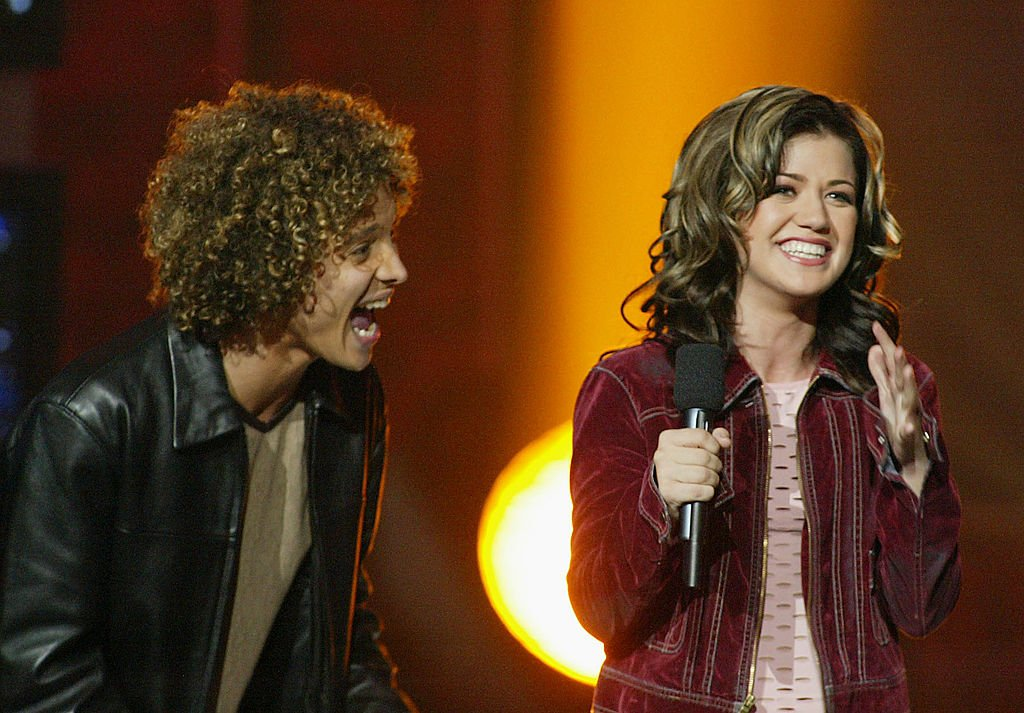 """Image Credit: Getty Images / Kelly Clarkson & Justin Guarini during """"American Idol"""" Season 1 Finale - Results Show at Kodak Theatre in Hollywood, California, United States."""