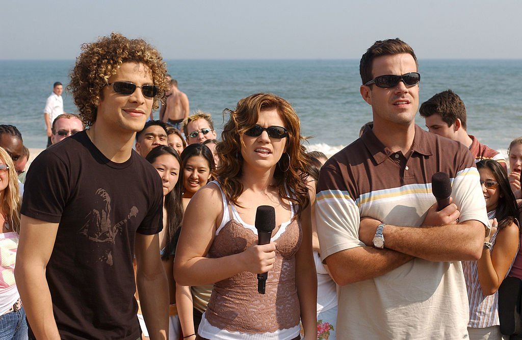 Image Credit: Getty Images / Justin Guarini, Kelly Clarkson and Carson Daly at MTV Summer Beach House in East Quogue, New York, United States.
