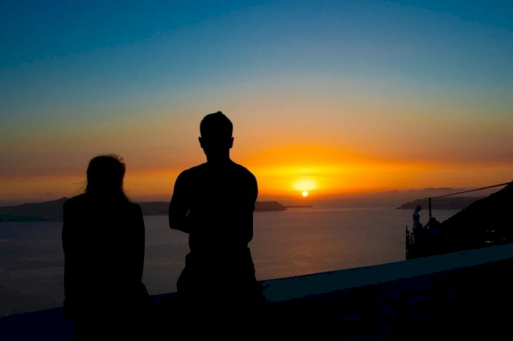 Image Credits: Getty Images / Couple at sunset