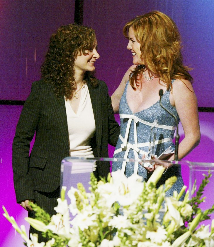 Image Credit: Getty Images/Kevin Winter | Sara Gilbert presents a Vision Awards to sister, Melissa Gilbert at the 31st Annual Vision Awards