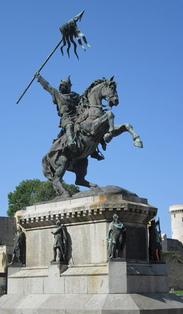 Image Credit: Wikimedia Commons/Public Domain | Statue of William the Conqueror in Falaise, France