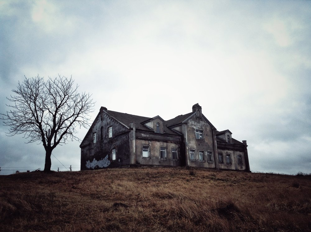 A haunted and abandoned mansion | Shutterstock