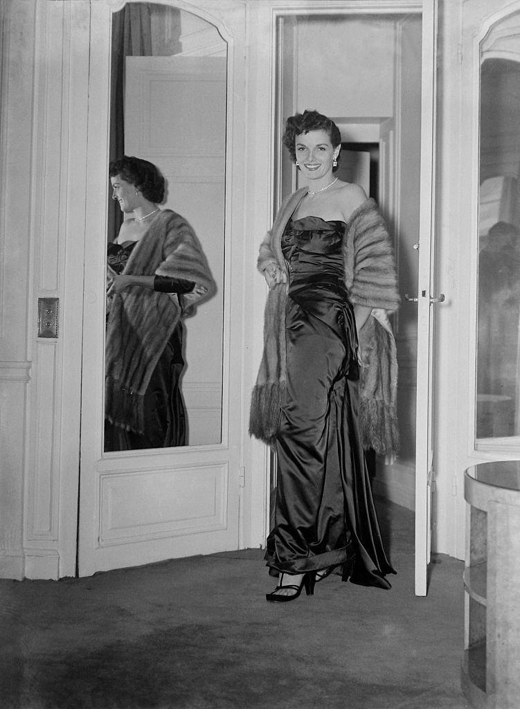 Image Soure: Getty Images/Mirrorpix /Film Star Jane Russell arrives in England. September 1948