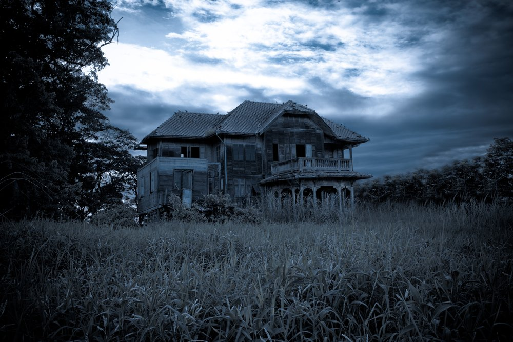 Abandoned old house in Thailand | Shutterstock