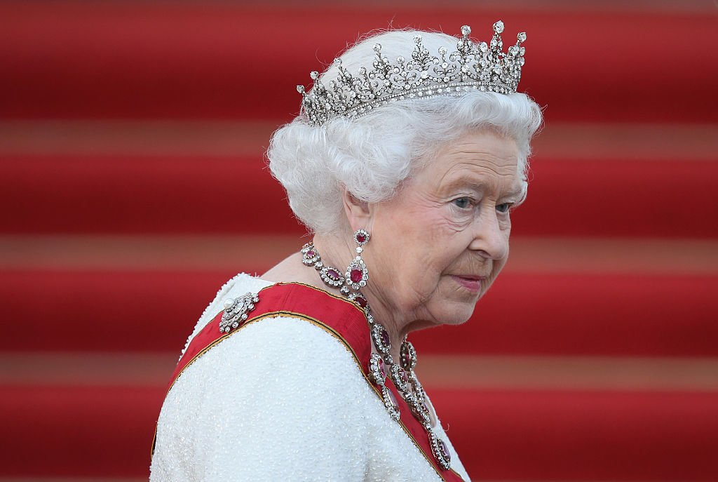 Image Credits: Getty Images / Sean Gallup   Queen Elizabeth II arrives for the state banquet in her honour at Schloss Bellevue palace on the second of the royal couple's four-day visit to Germany on June 24, 2015 in Berlin, Germany.