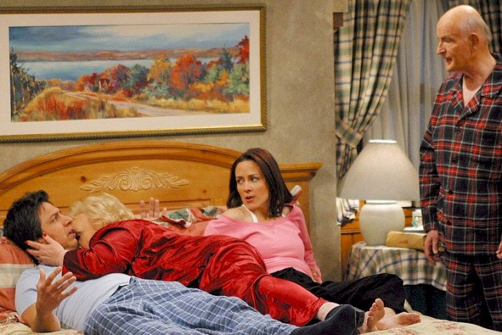 Image Credits: Getty Images / finale of EVERYBODY LOVES RAYMOND. From left to right: Ray Romano, Doris Roberts, Patricia Heaton, Peter Boyle.