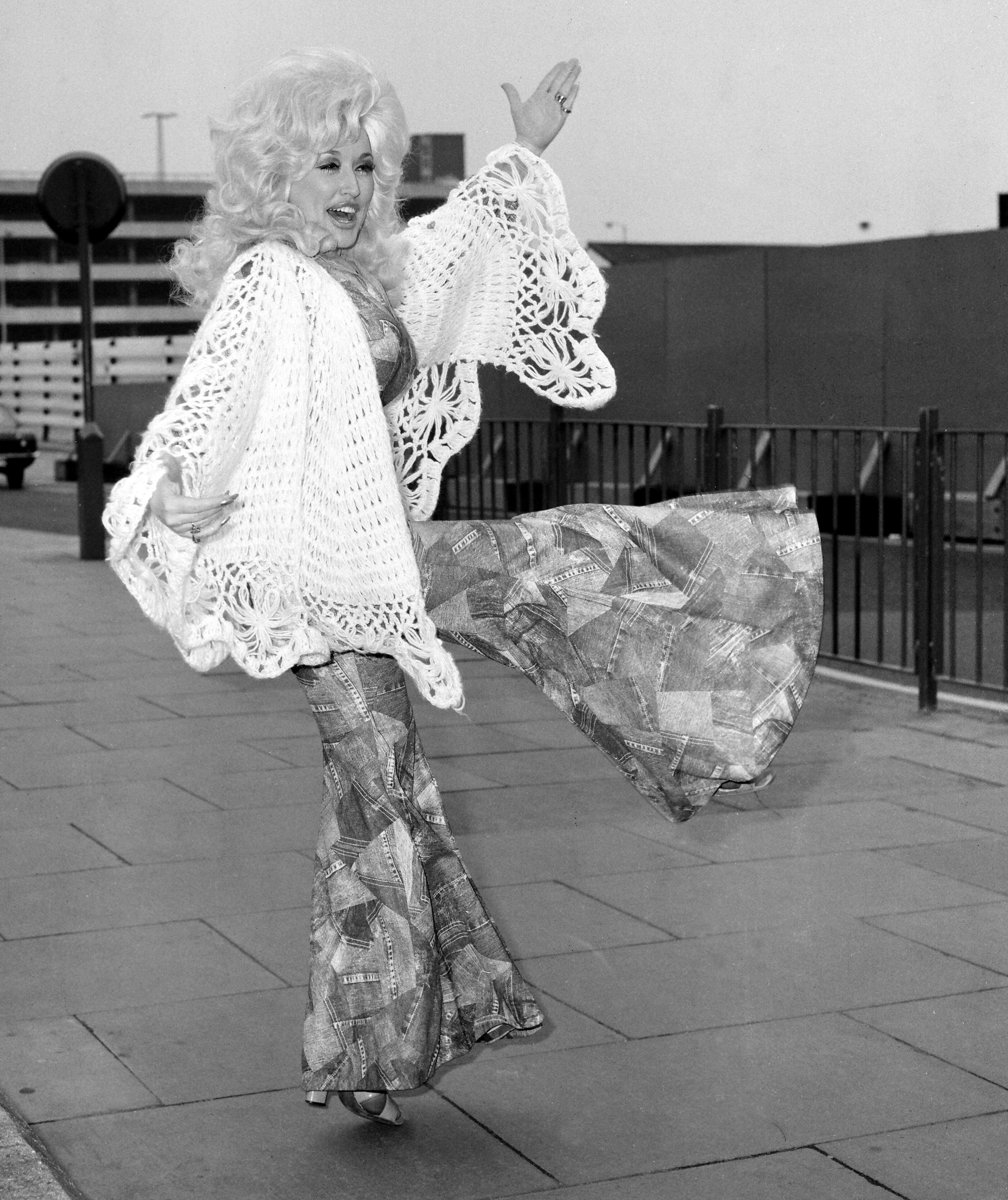 Image Credits: Getty Images / Daily Mirror / Mirrorpix | Singer Dolly Parton in London.