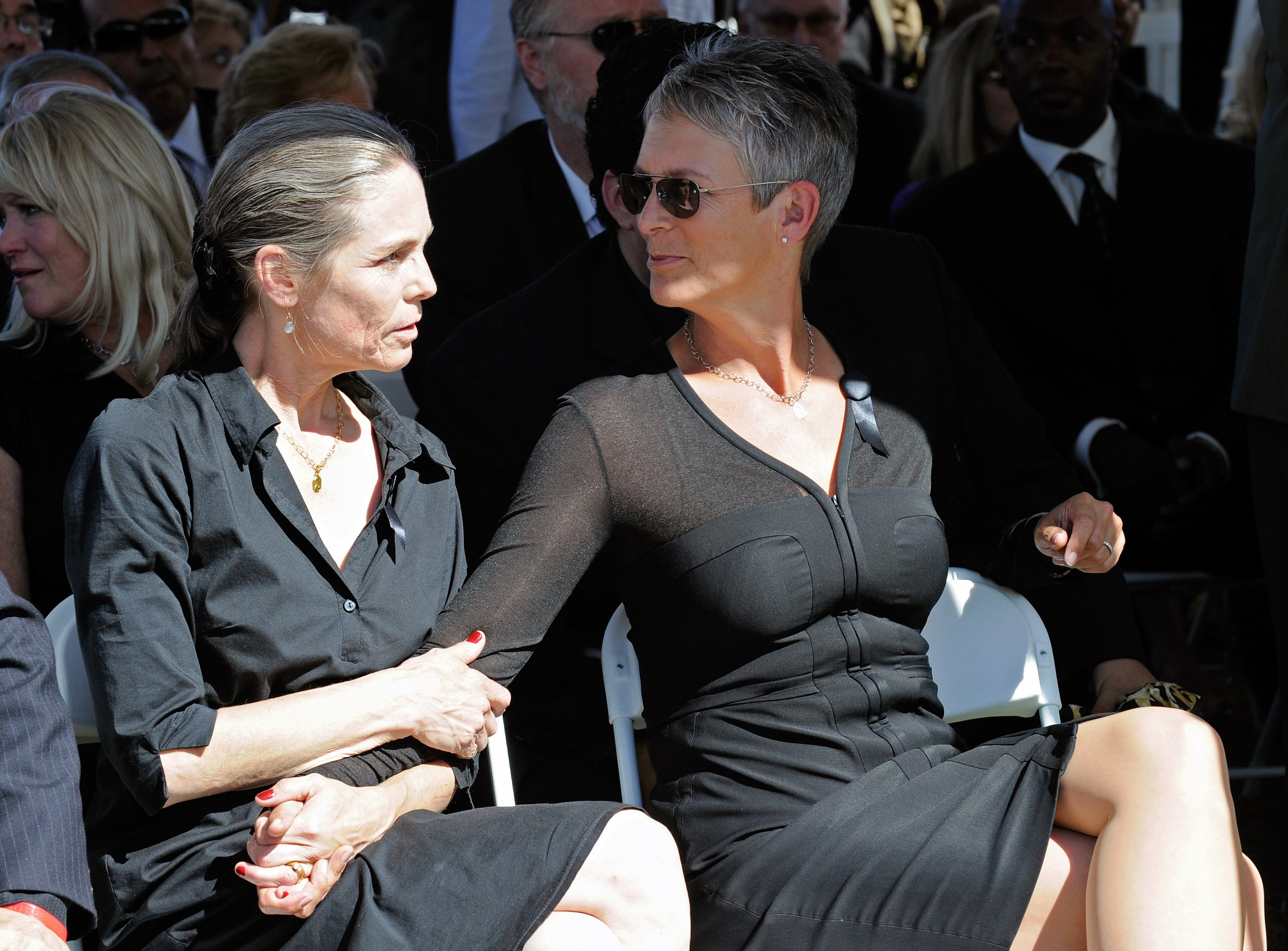Kelly and Jamie Lee Curtis | Image Source: Getty Images