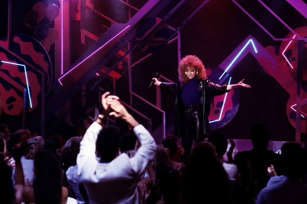 Image Credits: Getty Images /  ABC Photo Archives  | Reba performing