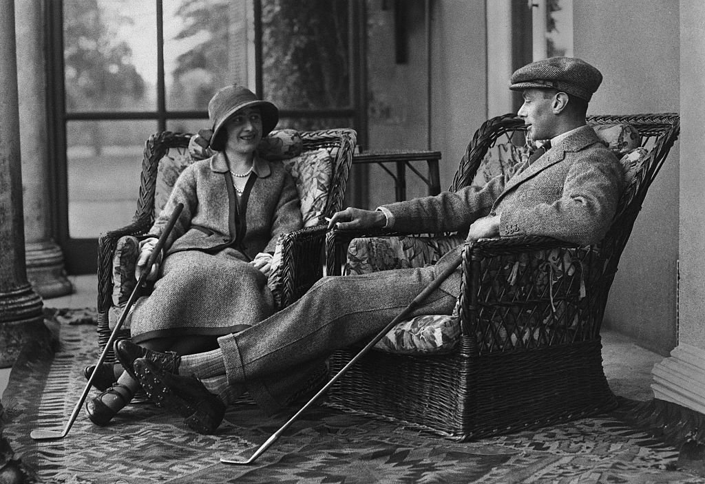 Image Source: Getty Images/Hulton Deutsch/Albert and Elizabeth, Duke and Duchess of York, relax after a round of golf during their honeymoon. They are the future King George VI and Queen Elizabeth of England