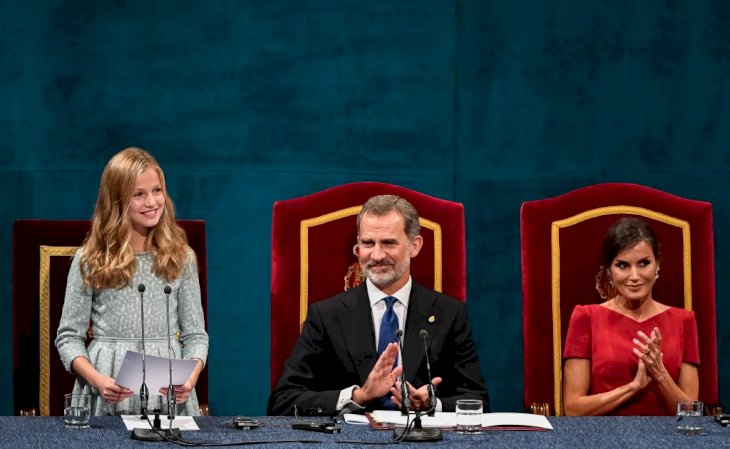 Image Credit: Getty Images / Princess Leonor at an event with her parents, King Felipe VI and Queen Letizia.