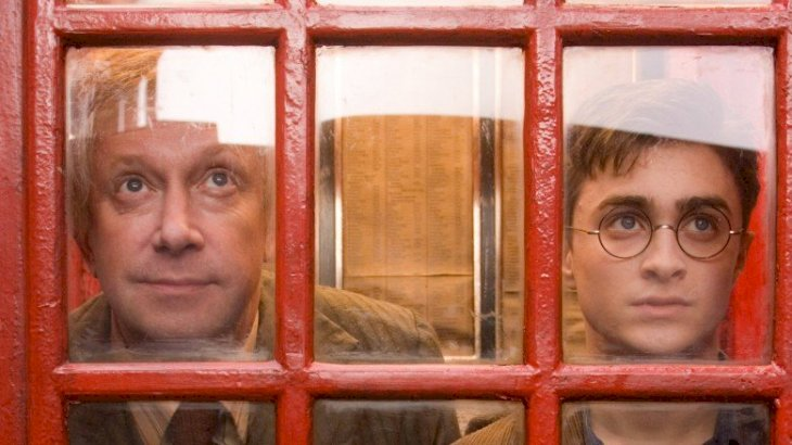 Mark Williams as Arthur Weasley and Daniel Radcliffe as Harry Potter | Source:Twitter/FireWillow777