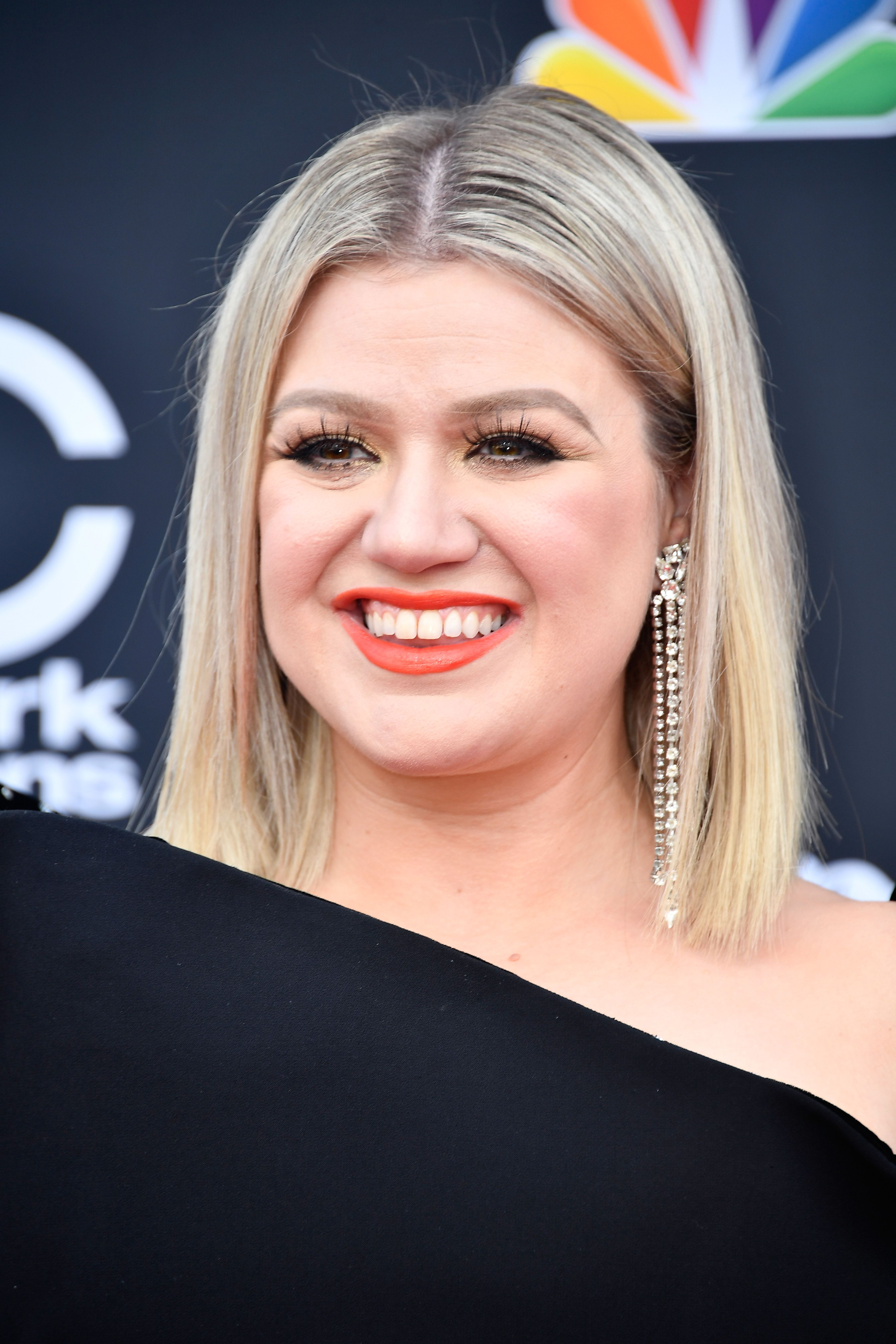 Kelly Clarkson on the red carpet / Getty Images