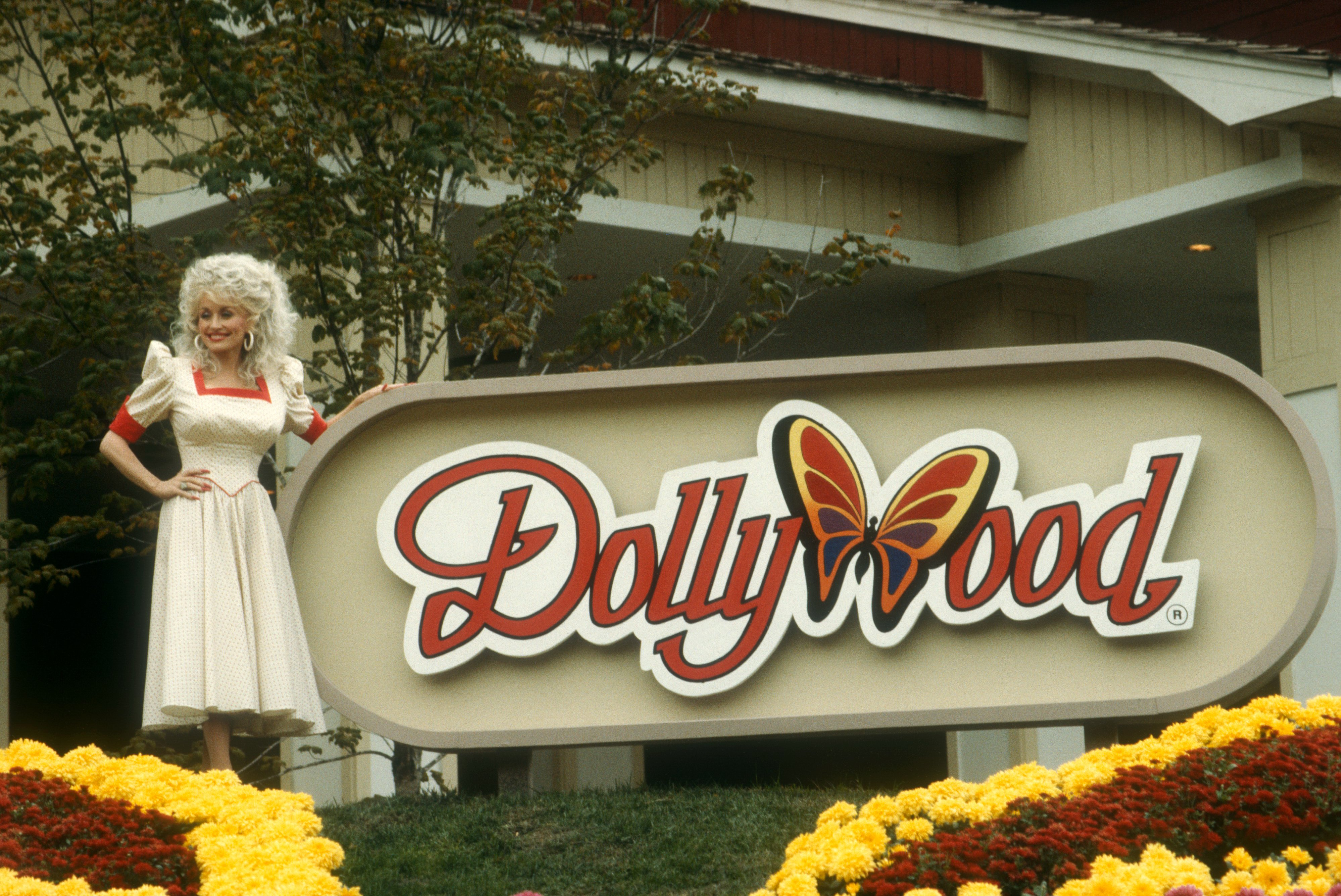 Image Credits: Getty Images / Ron Davis | American singer and songwriter Dolly Parton poses for a portrait at Dollywood on October 24, 1988 in Pigeon Forge, Tennessee.