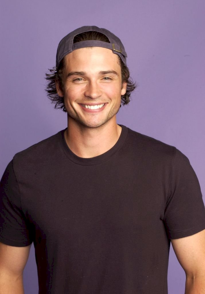 Image Credits: Getty Images / Ray Mickshaw / WireImage | Tom Welling during Fox Portrait Studio at the 2004 Teen Choice Awards at Universal Ampitheatre in Universal City, California, United States.