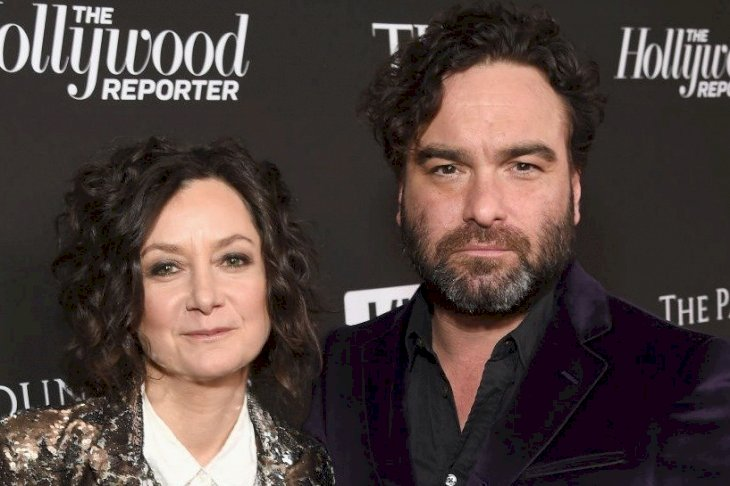 Image Credit: Getty Images/Getty Images for CORE, formerly J/P HRO/Michael Kovac |  Sara Gilbert and Johnny Galecki attend the Sean Penn CORE Gala