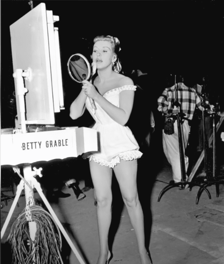 Image Source: Youtube/Mo10ta| Betty showing off her long legs
