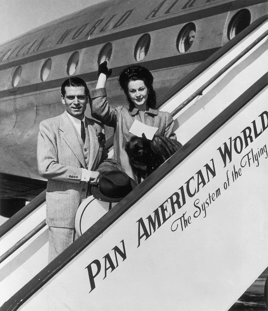 Image Credits: Getty Images /  Bettmann  | Olivier and Leigh boarding a plane