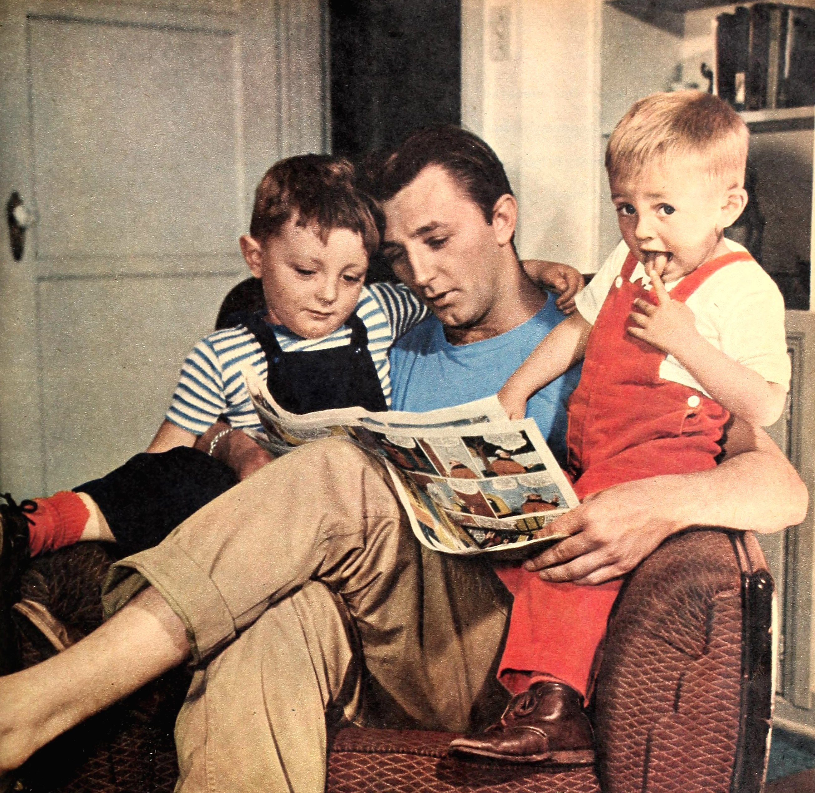 Image Source: Wikimedia Commons/Robert Mitchum and his sons