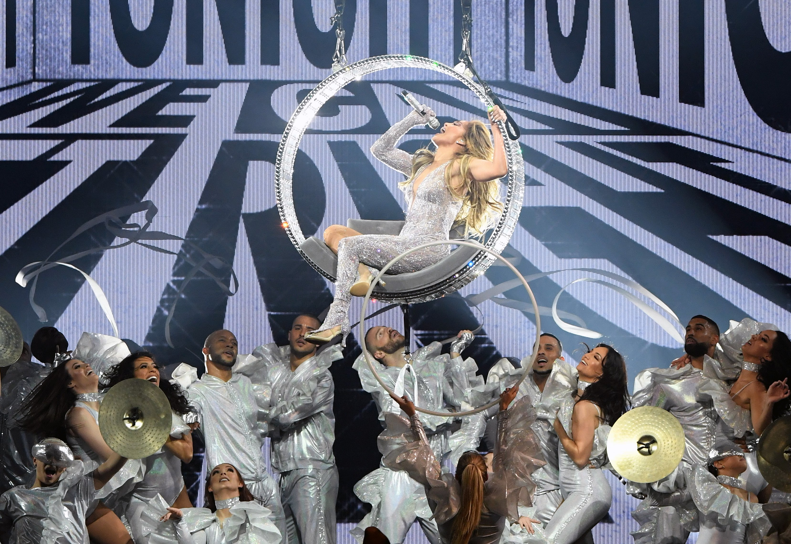 Image Credit: Getty Images / Jennifer Lopez performing with a bunch of dancers.
