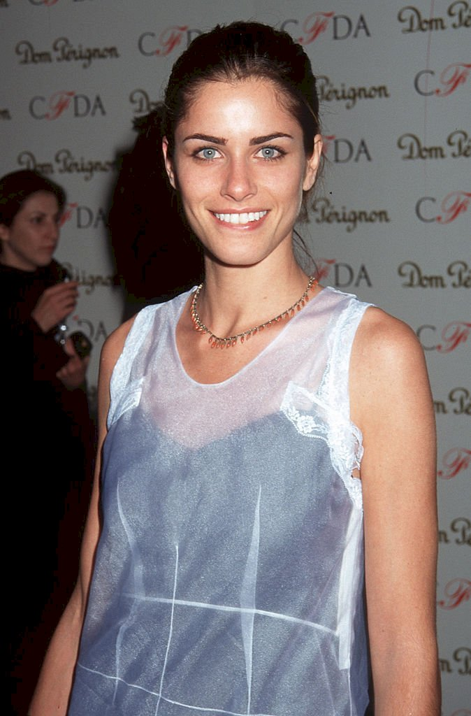 Image Credits: Getty Images / Ron Galella / Ron Galella Collection | Amanda Peet in February 1997.