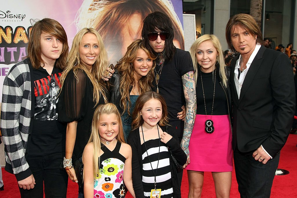 Image Source: Getty Images/The Cyrus family at the Hannah Montana event