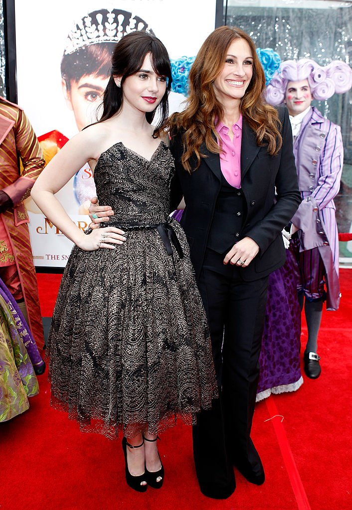"Image Source: Getty Images/Jeff Vespa/ Actresses Lily Collins (L) and Julia Roberts attend the ""Mirror Mirror"" premiere at Grauman's Chinese Theatre on March 17, 2012 in Hollywood, California"