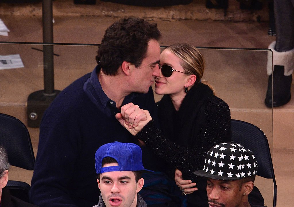 Image Source: Getty Images/FilmMagic/James Devaney | Olivier and Mary-Kate at the Atlanta Hawks vs. New York Knicks game