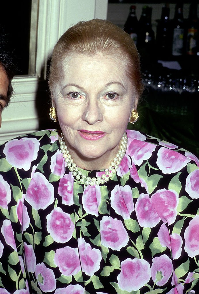 Image Source:Getty Images/Ron Galella Collection/Ron Galella/Joan Fontaine at the 48th Golden Apple Awards