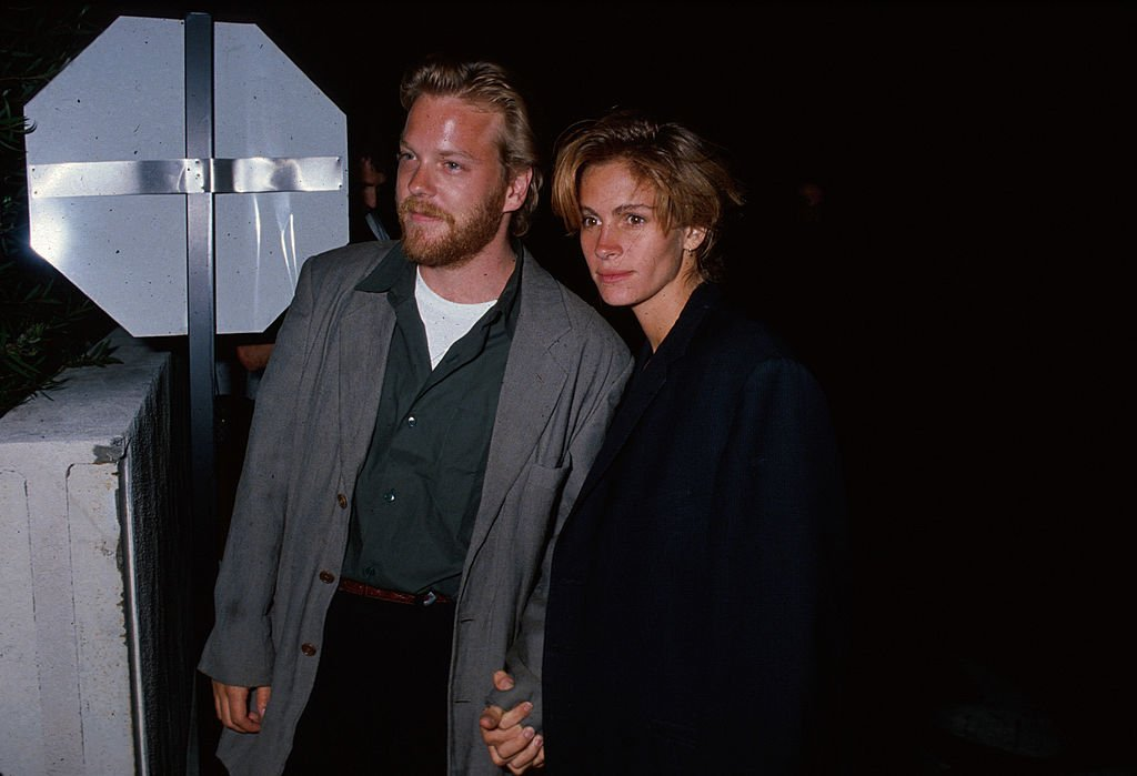 Image Source: Getty Images/Kevin Winter/Actor Kiefer Sutherland and actress Julia Roberts, circa 1990