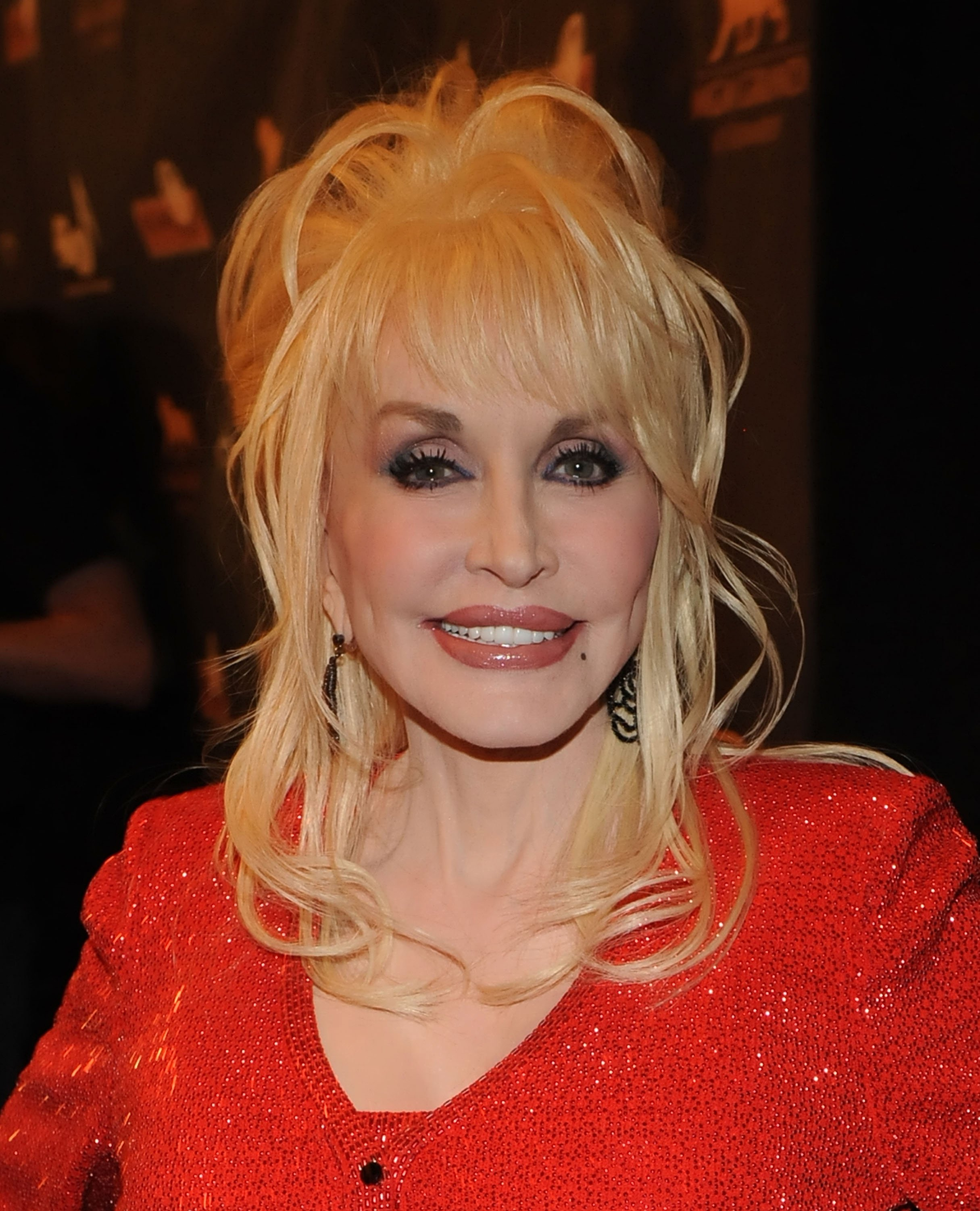 Image Source: Getty Images/Dolly smiling for the camera