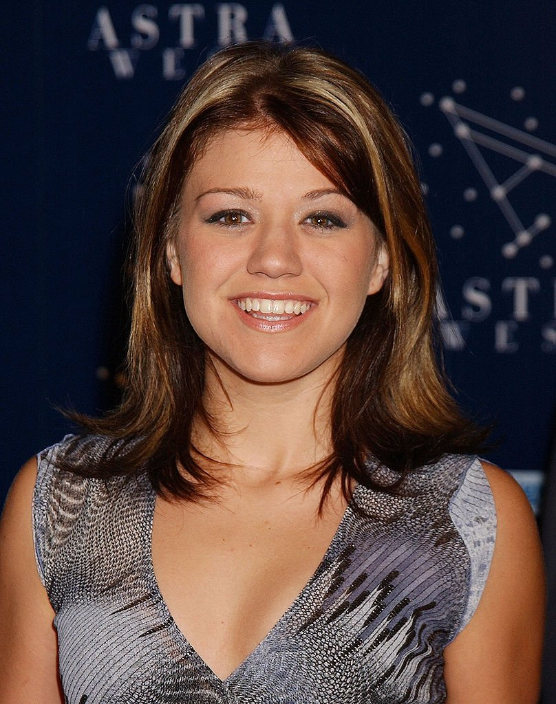 Image Credits: Getty Images / Gregg DeGuire/WireImage | Kelly Clarkson in 2002