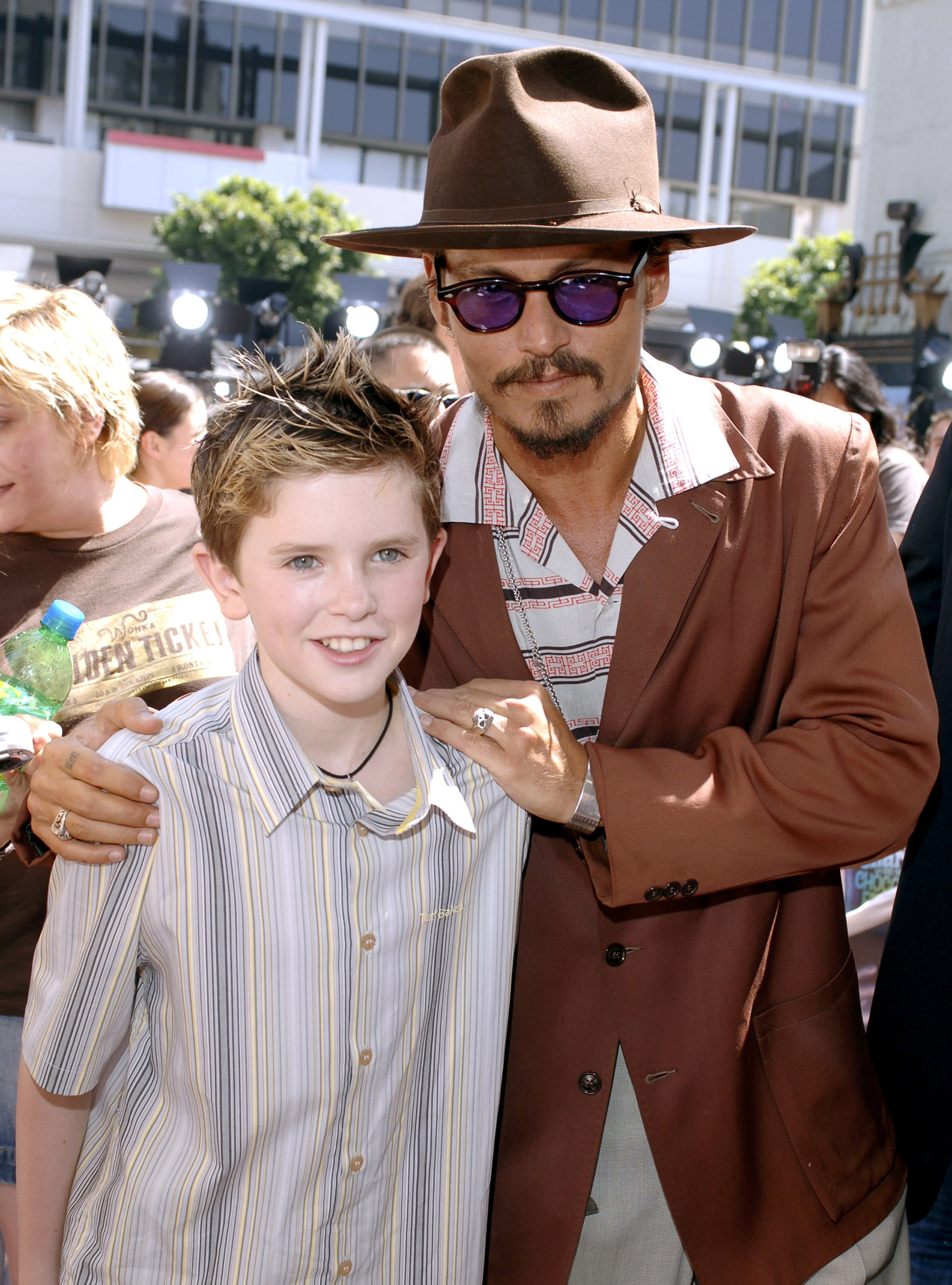 "Freddie Highmore and Johnny Depp during ""Charlie and the Chocolate Factory"" Los Angeles Premiere / Photo:Getty Images"
