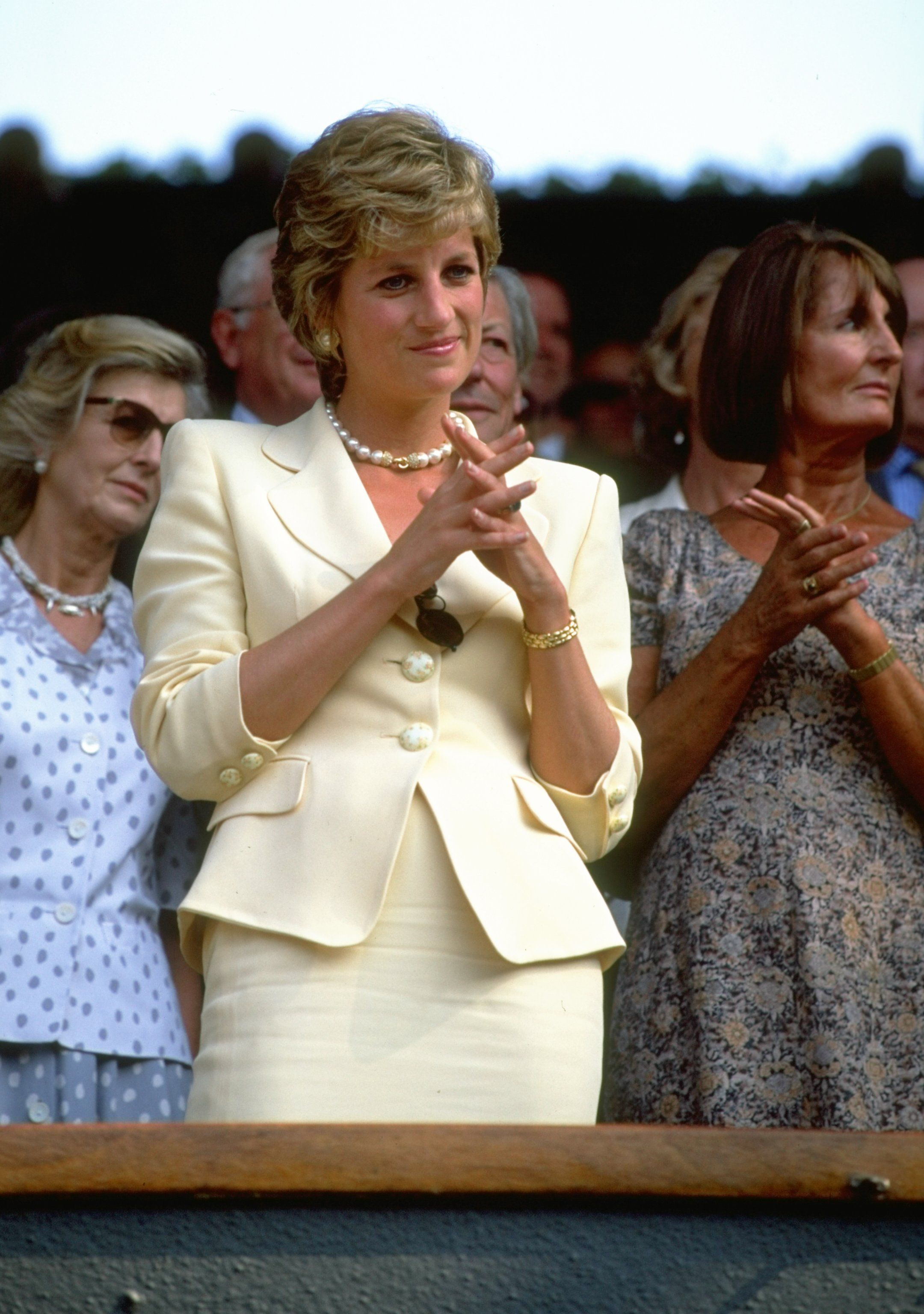 Princess Diana in a fashionable outfit / Getty Images