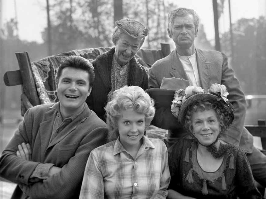 """Top Mistakes In """"Beverly Hillbillies"""" Eagle-Eyed Fans Might Have Missed"""