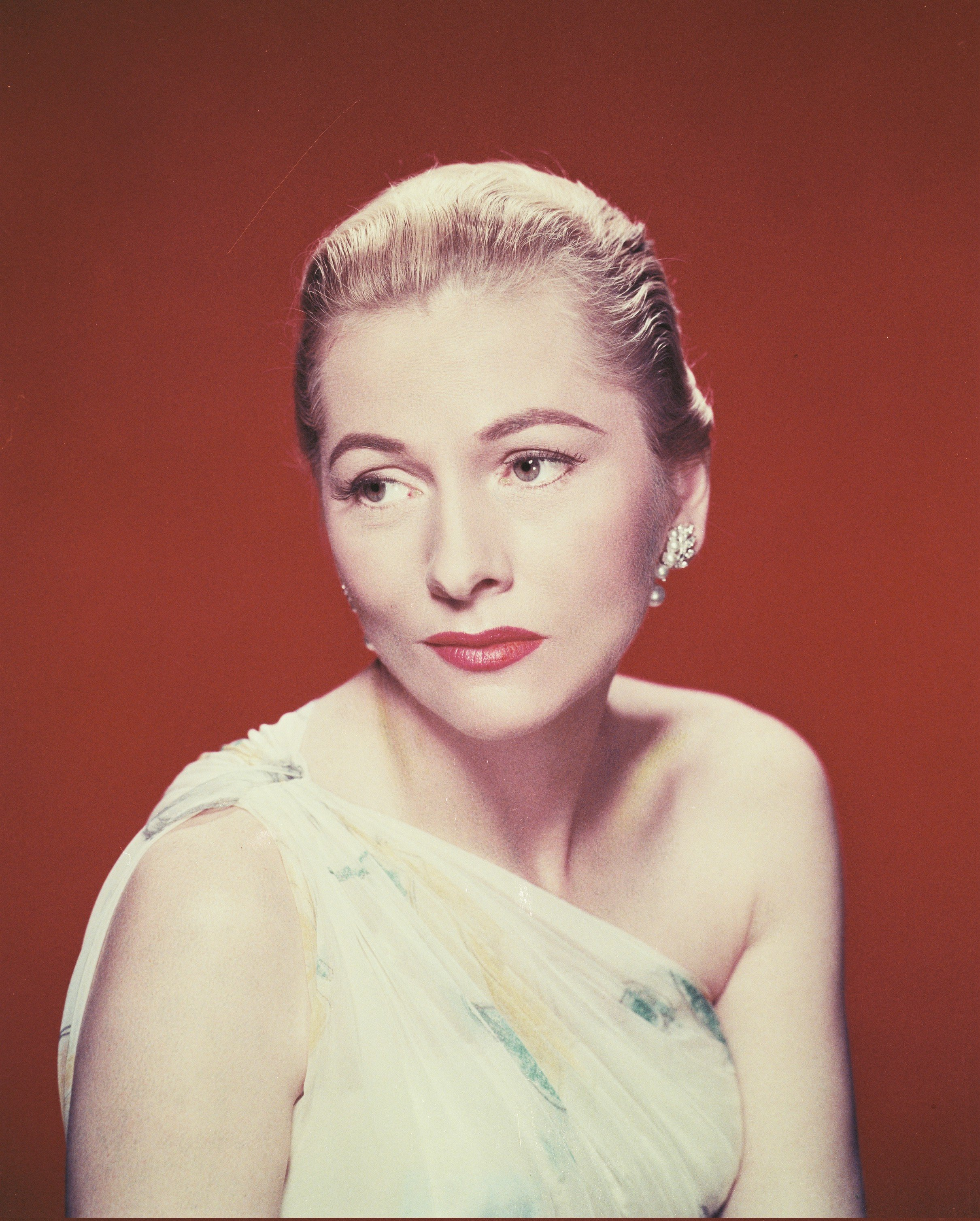 Image Source: Getty Images/Silver Screen Collection/Fontaine wearing a white assymetric top in a studio portrait, circa 1940.